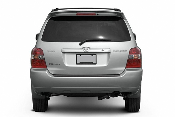 rear-view-of-Toyota-Highlander-2003