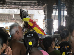 Photo: piLLai lOkAchAryar waiting for gandhappodi uthsavam