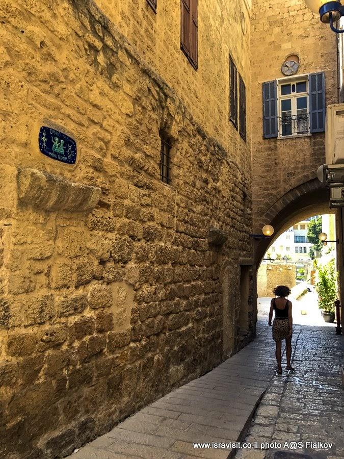 На улице Близнецов. Эксурсия в старом Яффо по улицам знаков Зодиака. Израиль.