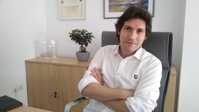 Sergio R. Fernández-Miranda, en su consulta privada de Almería.