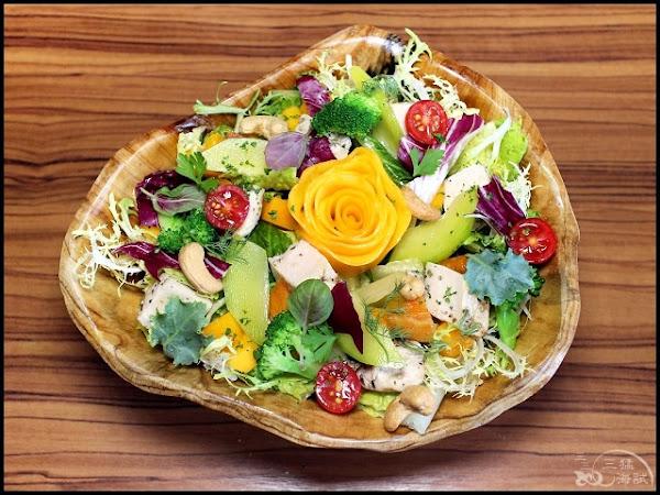 石窯屋Forno Pizzeria NO.1~依季節推出不同時令菜色,爽口的芒果雞肉沙拉,招牌窯烤披薩、半月烤餅,好吃尬凍未條!蘆洲美食