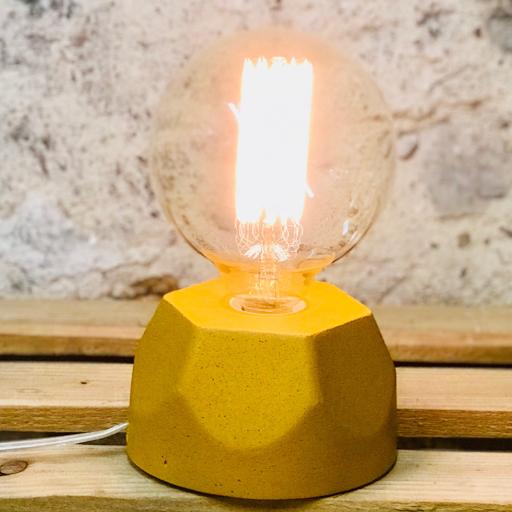 lampe en béton jaune moutarde design héxagone création  fait-main en atelier français par la créatrice Junny