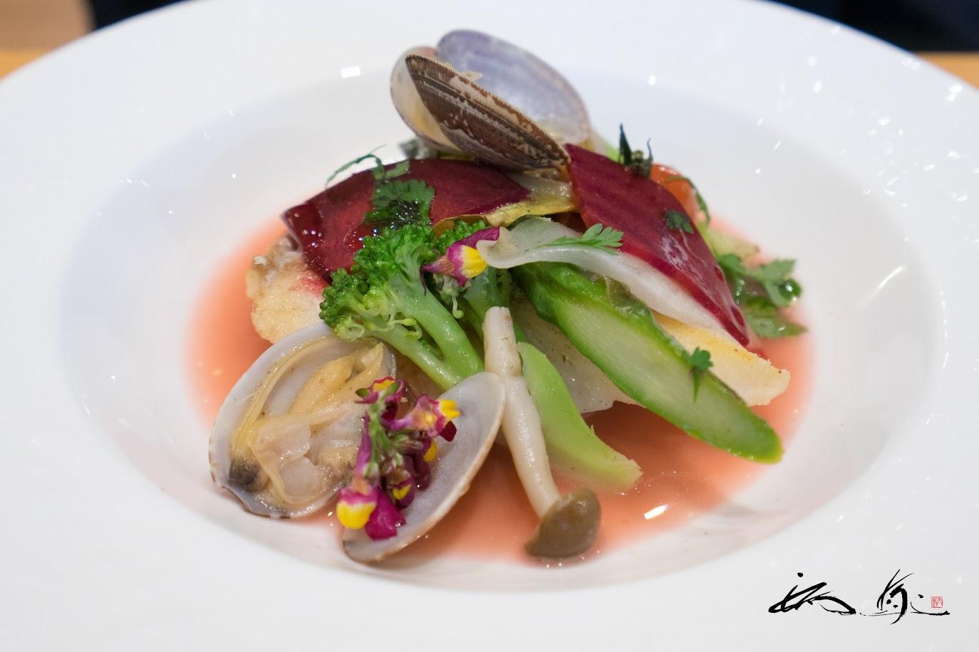 鮮魚のポワレ あさりと魚出汁のさっぱりとしたスープ仕立て