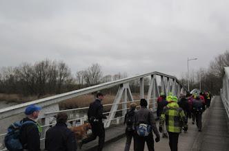 Photo: We wandelen de Durme over via de Mirabrug De brug kreeg haar naam en bekendheid dankzij de speelfilm Mira, de verfilming uit 1971 van het boek De teleurgang van de Waterhoek van Stijn Streuvels.