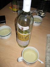 Photo: Wein schmeckt nur in Tassen!