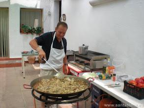 Photo: Preparando la comida para los participantes en el Campeonato de Dominó