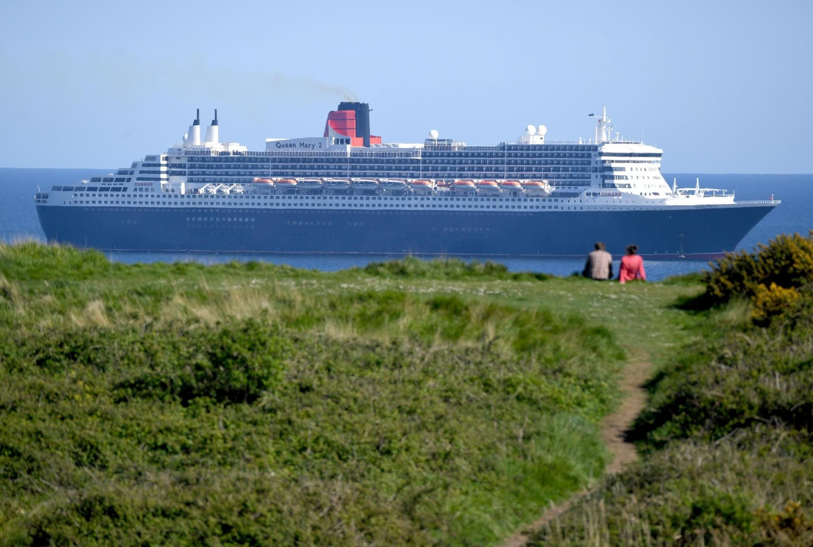Queen Mary 2 arrives at Weymouth Bay | Dorset Echo