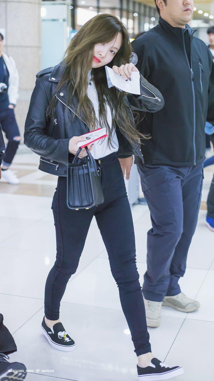 nayeon airport fashion3