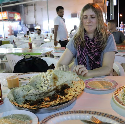 Eating with your hands the arabic food in Oman | Krys Kolumbus Travel