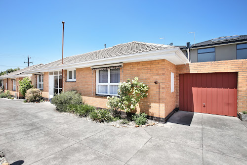 Photo of property at 2/135 Grange Road, Glen Huntly 3163