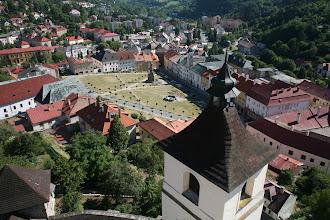 Photo: pohľad dolu z kostolnej veže v Kremnici