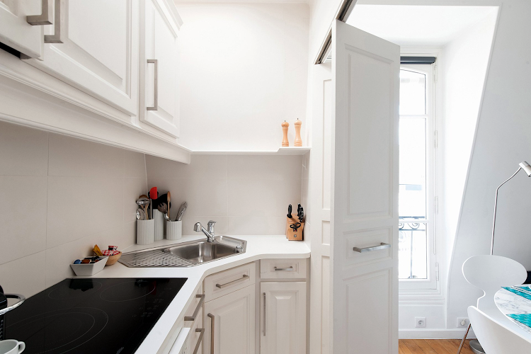 Fully equipped kitchen at Rue Dupont des Loges - 7th Arrondissement
