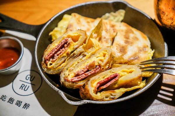 台北最酷的深夜蛋餅酒吧|GURU HOUSE 中山店 插座咖啡、鐵鍋蛋餅、蛋餅控、調酒、happy hour買一送一