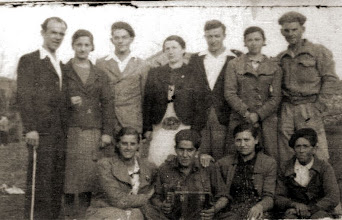 Photo: Arriba:Manolillo, Josefina, Luis Campo, Candida, Manolo Herrero, Lita Herrero, Manolo Alonso. Abajo: Adela, Juan Manuel Prado, Lines Casado y Juan Campillo