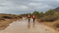 Los bomberos se unieron para atender a las personas afectadas por las lluvias.