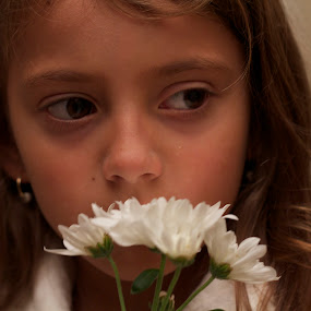 White Flowers by Malik Marcell - Babies & Children Child Portraits ( white flowers toco tu puerta )