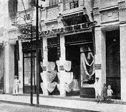 Photo: Casa Pongetti, especializada em moda feminina. Localizava-se na Rua do Imperador. Foto do início do século XX
