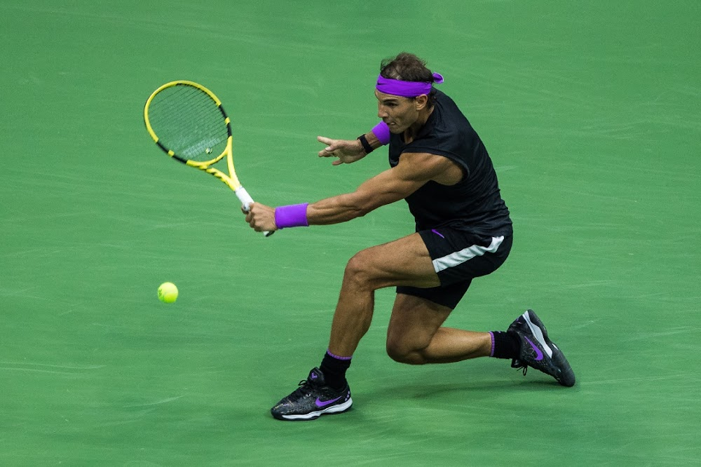 Rafael Nadal maak die heldhaftige Daniil Medvedev terugvegter om die Amerikaanse Ope te eis