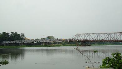 Photo: Cầu sắt Lái Thiêu, hình chụp từ quán Cà Phê Điểm Hẹn bên bờ sông Sài Gòn