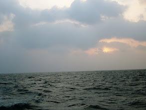 Photo: 予報より、波があるような・・・。 ま、海に出れるだけ「ヨシ」なのかなー? 今日もガンバルぞー!