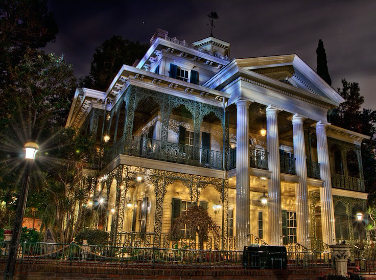 The Haunted Mansion seems a little spookier at night. Photo: LMG Vids.