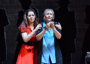 Photo: Wien/ Volksoper: ALBERT HERRING. Inszenierung Brigitte Fassbaender, Premiere 15.2.2014. Dorottya Láng, Martina Mikelic. Foto: Barbara Zeininger