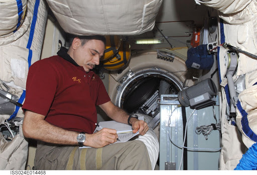 View of FE Kornienko working with the KASKAD (Cascade) Payload