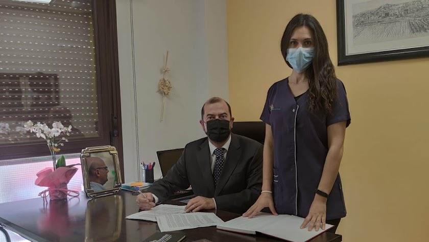 Sixto Buendía (Administrador) y Vanesa Ginel (Gerente).