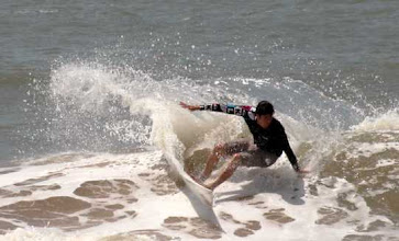 Photo: surf juste devant le Busua Inn, busua beach, western region Ghana