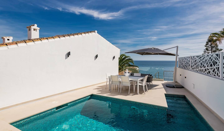Villa avec piscine en bord de mer Estepona