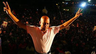 HEEEEEEEEEE'S BACK – MICHEL MARTELLY PERFORMS ON MOTHER'S DAY – CHAMPS DE MARS