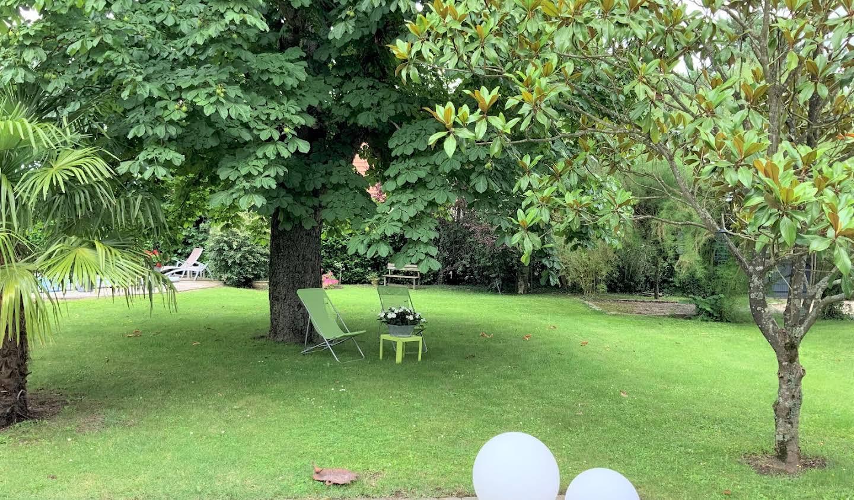 Propriété avec piscine et jardin Serbannes