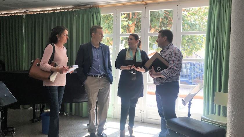 Visita de los parlamentarios almerienses del PP al Conservatorio de Cuevas del Almanzora.