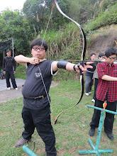 Photo: 使用傳統弓,採用地中海式引弦法。