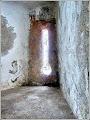 Photo: Ambraz medievale (ferestre de tragere în caz de apărare militară) de la Biserica Reformată-Calvină din Turda Nouă.  Autor foto:  Zamfir Pop.  sursa R.C.2017 https://www.facebook.com/photo.php?fbid=1884365191876959&set=pcb.1884365241876954&type=3&theater