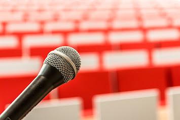 microphone-2775447_1920.jpg