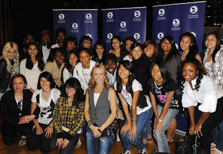 Photo: 10 Oct 2008, Los Angeles, California, USA --- Recording artist Sheryl Crow poses with 25 students from The Long Beach Community Action Partnership at GRAMMY Foundation's GRAMMY SoundChecks program prior to her benefit concert at The Wiltern Theater, in Los Angeles. --- Image by © Katy Winn/Corbis