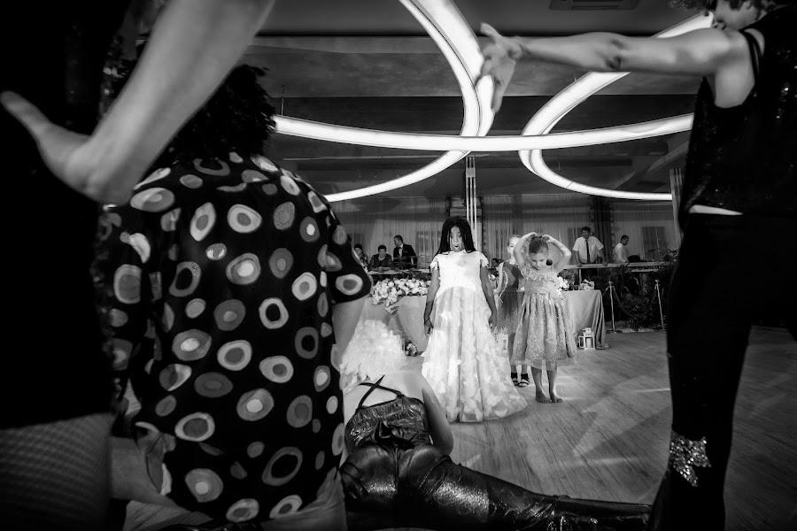 Wedding photographer Nicu Ionescu (nicuionescu). Photo of 03.10.2019