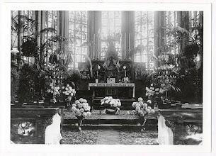 Photo: Versierde priesterkoor in de St. Martinuskerk 1930 ?