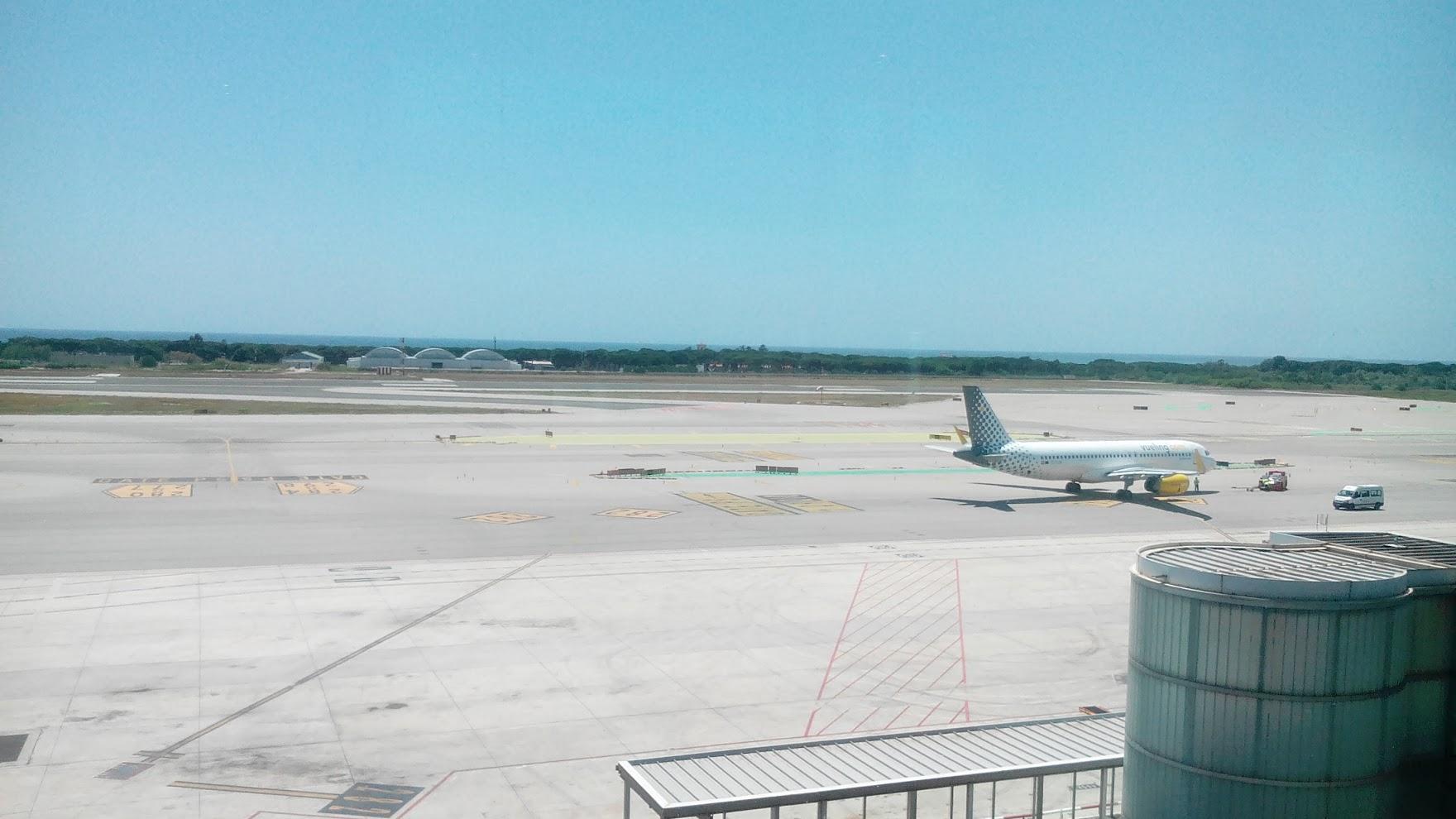 Вид на море из аэропорта