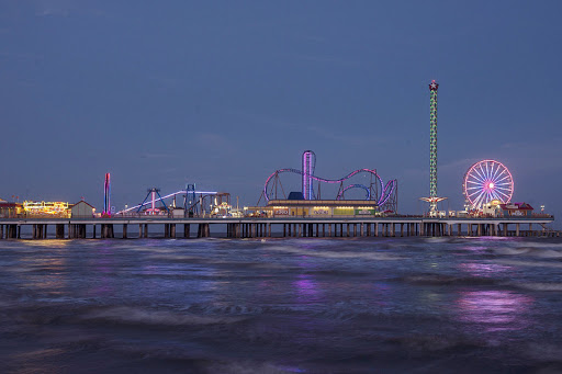 galveston-amusement-park-1.jpg - The Galveston amusement park at nightfall.