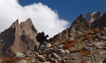 Photo: Climbing to the side valley glacier camp