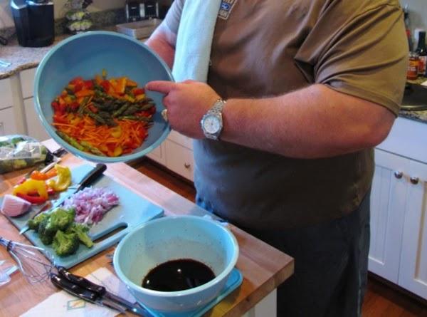Lets make our stir fry sauce: 3tbs molasses, 3tbs soy sauce, 1tbs dark soy...