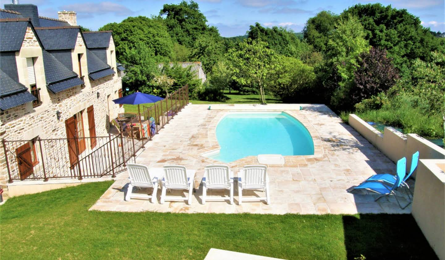 Property with pool and garden Josselin