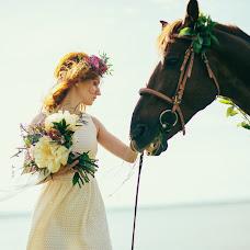 Wedding photographer Larisa Saprykina (LARA). Photo of 12.01.2017