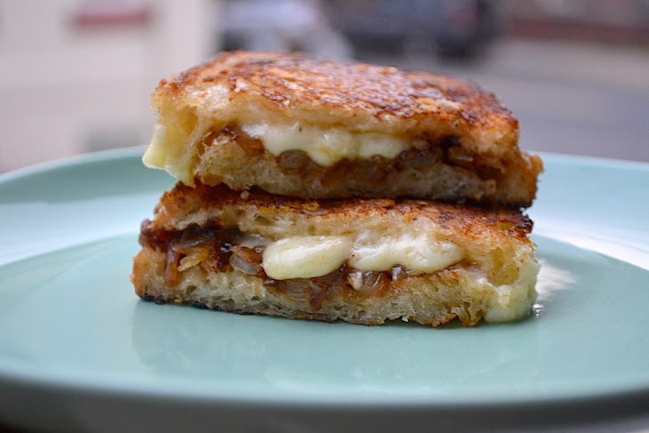 The Ultimate French Onion Soup Grilled Cheese Recipe | Yummly