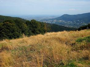 Photo: Od czarnego szlaku jedzie się już przyjemnie, w dole Ustroń i Pogórze Śląskie.