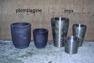 Photo: Divers types de creusets seront utilisés dans ce four.