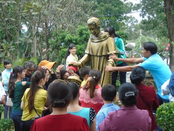 """Tường thuật ngày hành hương lễ kính thánh Martino ngày 03.11.2016: """"Thánh Martino, khí cụ bình an của Chúa"""""""