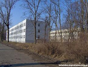 Photo: Budynki szkoły pilotów